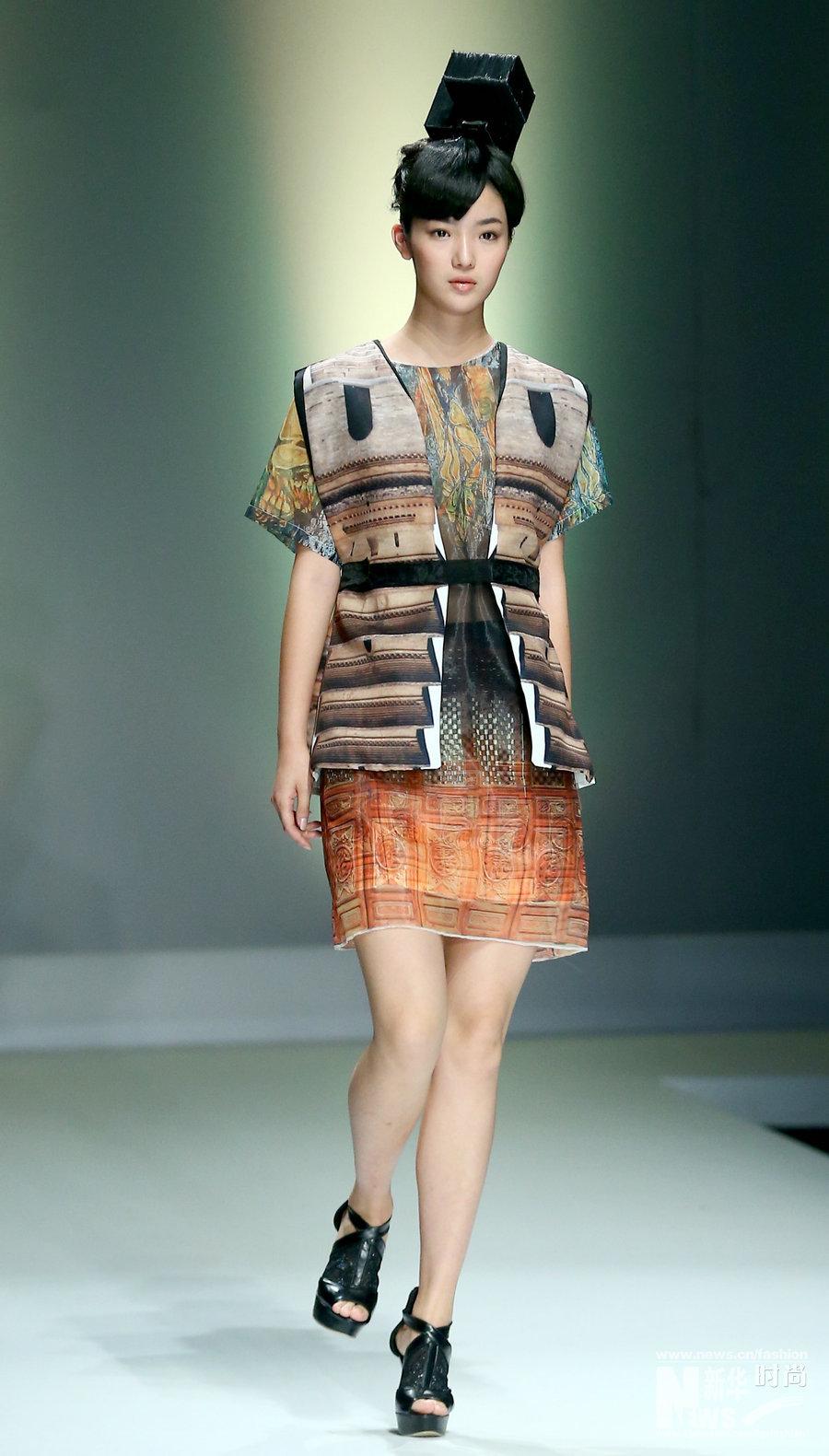 """5月16日,模特在北京举行的""""2015中国国际大学生时装周·江西服装学院"""